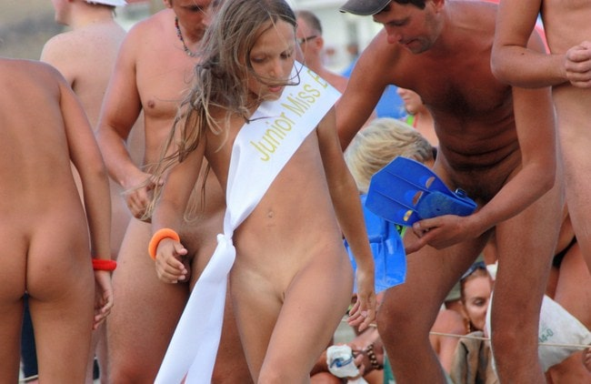 Photos young girl beauty contest nudists [Naked holiday on the beach]