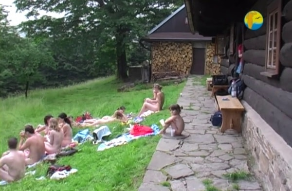 In The Sun - Naturist freedom family nudism video [960x720 | 00:55:00 | 1.2 GB]