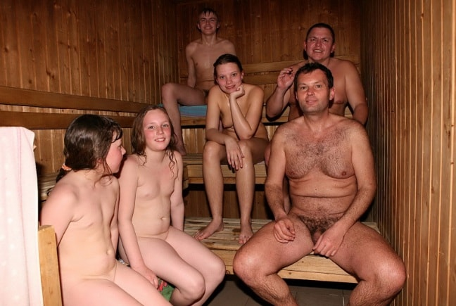 Photo пallery family nudism in the pool